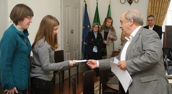 Câmara da mealhada entregou bolsas de mérito e estudo a alunos do concelho