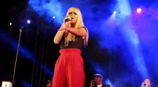 Aurea encerrou seis dias de Festame em concerto apoteótico com Gospel
