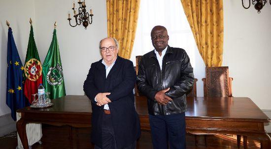 Ministro angolano de visita ao Município