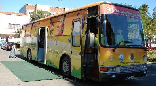 Autocarro Bibliomealhada regressa à estrada
