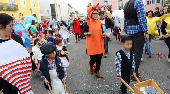 Centenas de crianças encheram ruas da Mealhada em mais uma edição do Carnaval de Palmo e Meio
