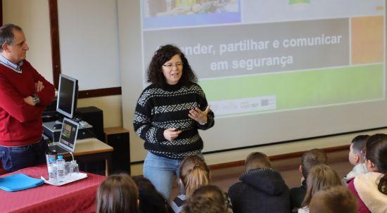 Sessões alertam pais e filhos para (mau) uso da internet e tecnologias