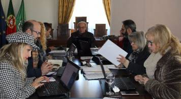 Câmara Municipal aprova apoios para Escolíadas e prémio nacional de demografia Mário Leston