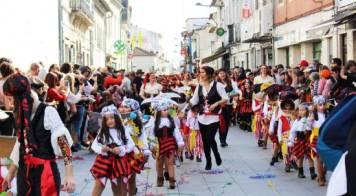 """800 crianças espalharam alegria em desfile de """"Carnaval de Palmo e Meio"""""""